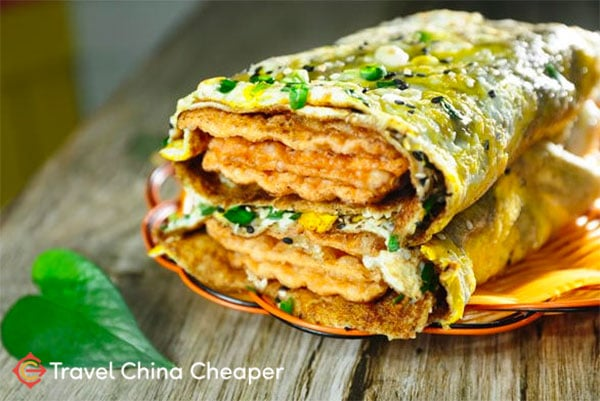 Chinese Jian Bing ( 煎饼), an excellent street food in China worth trying