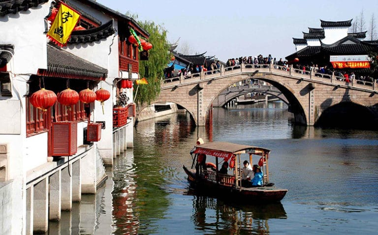 Water towns like Qibao are great places to visit in Shanghai, particularly during the hot summer!