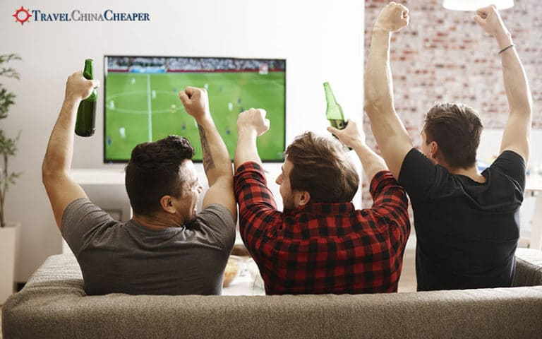 Enjoying watching the 2018 World Cup in China with your friends!